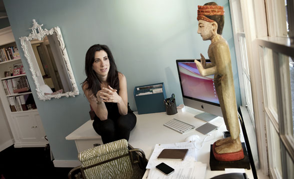 Screenwriters: Aline Brosh McKenna