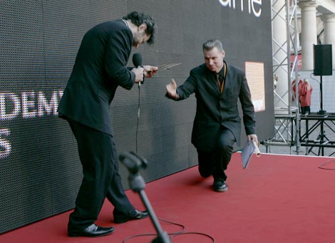 Mark Kermode receives the winner's envelope from Andy Serkis in ceremonial fashion.