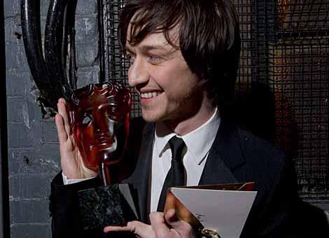 James Mcavoy displays his Rising Star Award for 2006