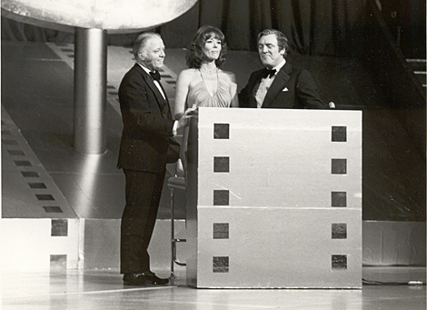 Richard Attenborough Diana Rigg, Eamonn Andrews 1975