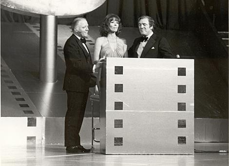 Richard Attenborough Diana Rigg, Eamonn Andrews 1975