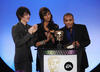 The cast of The Sarah Jane Adventures present the Pre-School Animation Award  in 2008.
