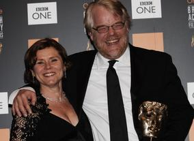Philip Seymour Hoffman backstage at the British Academy Film Awards in 2006 with Imelda Staunton.