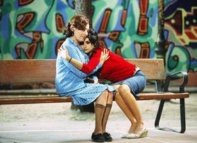 Penelope Cruz and Carmen Maura in Volver (2006). ©Paola Ardizzioni & Emilio Pereda