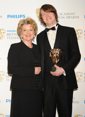 Brenda Blethyn presented Rigby with the Leading Actor BAFTA for his role as Eric Morecambe in Eric & Ernie. (Pic: BAFTA/Richard Kendal)