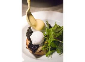 Poached Eggs With Portabello Mushroom and Hollandaise Sauce