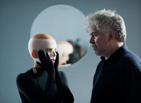 Elena Anaya and Almodóvar on set for The Skin I Live In (2011). ©José Haro