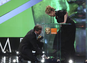 The gallant Colin Firth comes to the aid of Meryl Streep.