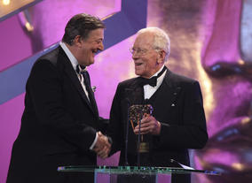 Stephen Fry hands over to Max von Sydow who presented this year's Fellowship.