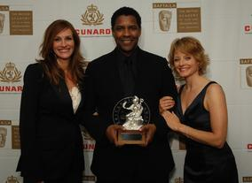 Honoree Denzel Washington with presenters Julia Roberts and Jodie Foster