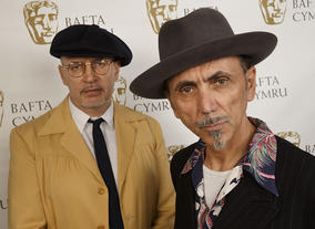 Jim Patterson (left) and Kevin Rowland (right) of Dexys Midnight Runners