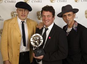 80s pop stars Jim Patterson and Kevin Rowland of Dexys Midnight Runners presented an Award