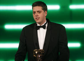The comedian and MSN's games columnist presents the BAFTA for Strategy. (Pic: BAFTA/Brian Ritchie)