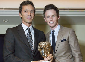 Darren Shaw accepts Sir Run Run Shaw's Special Award from Eddie Redmayne