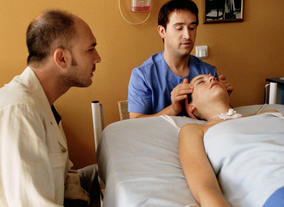 Darío Grandinetti, Javier Cámara and Leonor Watling in a hospital scene in Talk to Her (2002). ©Miguel Bracho