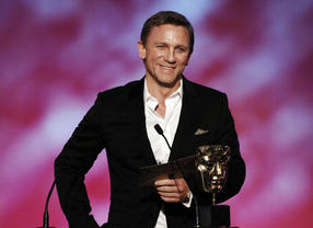 Actor Daniel Craig presents the Channel of the Year award at the British Academy Children's Awards in 2007.