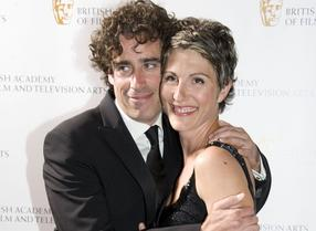 Stephen Mangan & Tamsin Greig (article crop)