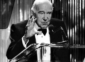 Ronald Neame colleciting the BAFTA/LA Britannia Award for Lifetime Contributions to International Film in 2005.